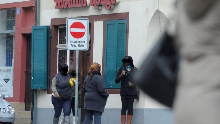 Im Rotlichtmilieu an der Ochsengasse nimmt die Zahl afrikanischer Prostituierter zu.