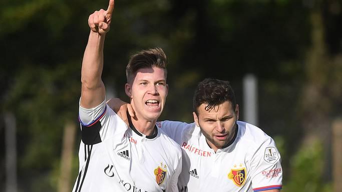 Cedric Itten entscheidet das Spiel für den FC Basel und freut sich entsprechend darüber.