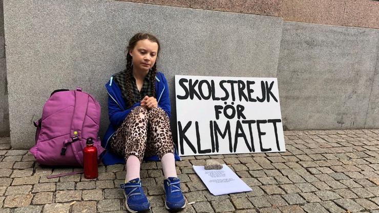 Greta Thunberg im August  2018 vor dem schwedischen Regierungsgebäude.
