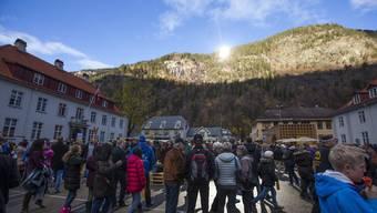 Das norwegische Städtchen Rjukun holt sich das Sonnenlicht auf den Dorfplatz