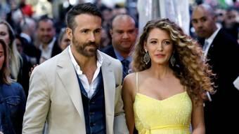 Der kanadische Schauspieler Ryan Reynolds hat seinem Ruf als Witzbold alle Ehre gemacht: Seiner schwangeren Frau Blake Lively gratulierte er mit Spassbildern zum 32. Geburtstag. (Archivbild)