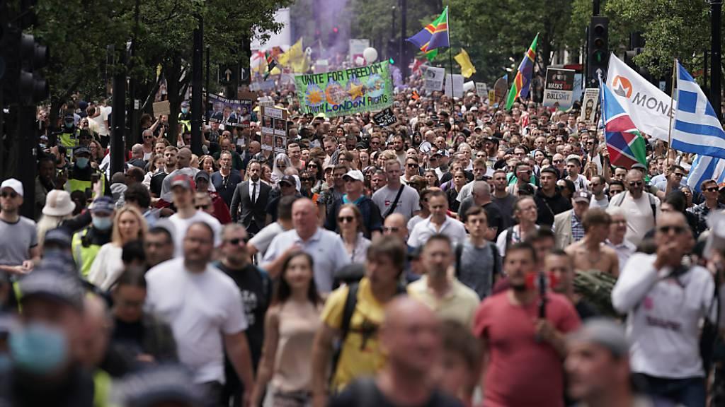 Tausende protestieren in London gegen Corona-Massnahmen