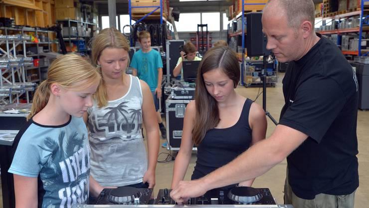 Bei Patrik Hasenfratz wird Musik gemischt.