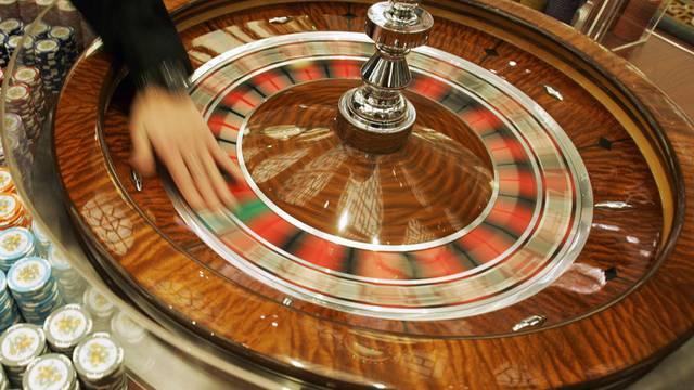 Eine Frau veruntreute Gelder in Millionenhöhe, um ihre Spielsucht zu finanzieren