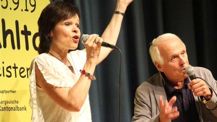 Radiomoderatorin Regi Sager und Schauspieler Walter Andreas Müller bei ihrem Auftritt in Beinwil am See.