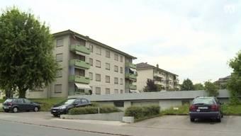 Hier an der Griensammlerstrasse in Reinach müssen auf einen Schlag 40 Parteien ihre Wohnungen verlassen.