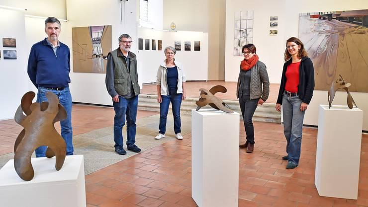 Jörn Budesheim, Martin Heim, Margrit Gehrhus, Judith Nussbaumer und Judit Rozsas in der Alten Kirche Härkingen.