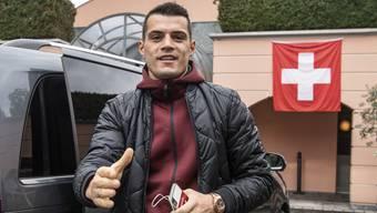 Selbst das Handy ist mit seinem Namen versehen – Granit Xhaka ist der herausragende Schweizer Fussballer im Jahr 2018.