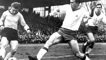 Tasmania Berlin - im Bild mit Hans-Günter Becker (rechts) - im Spiel vom 29. Januar 1966 gegen Borussia Dortmund (1:3).