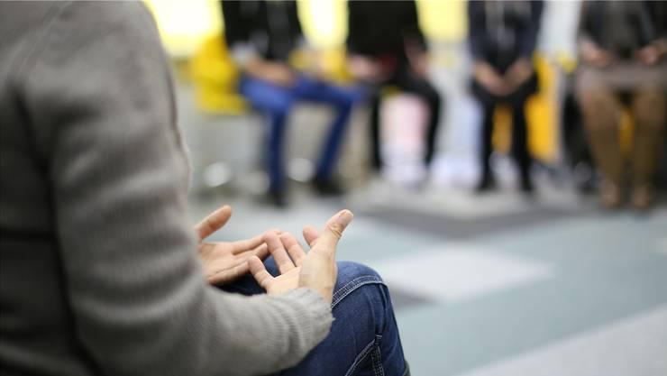 Jugendliche und Erwachsene, die einen Angehörigen durch Suizid verloren haben, finden Unterstützung in der Selbsthilfegruppe des Vereins Trauernetz. (Symbolbild)