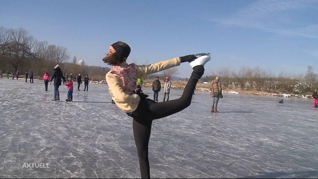 Über 600 Menschen pilgern zum gefrorenen Seenger Zopf beim Hallwilersee.