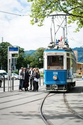 Waehrend einer halbstuendigen Tramfahrt durch Zuerich, wurde die Genuss-Linie der VBZ praesentiert.