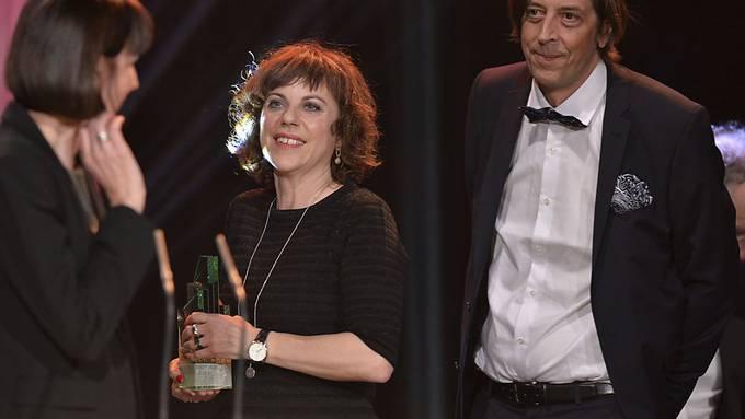"""Für ihren Kinofilm """"Der Goalie bin ig"""" gewannen Sabine Boss (Mitte) und Pedro Lenz vier Schweizer Filmpreise. Nun plant das Duo, Lenz' Roman """"Di schöni Fanny"""" zu verfilmen. (Archivbild)"""