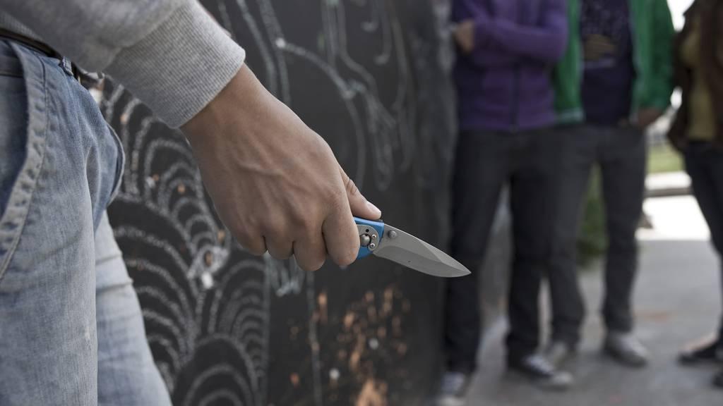 «Sie drohten meinem Sohn mit einem Messer und gingen ihm an die Gurgel»