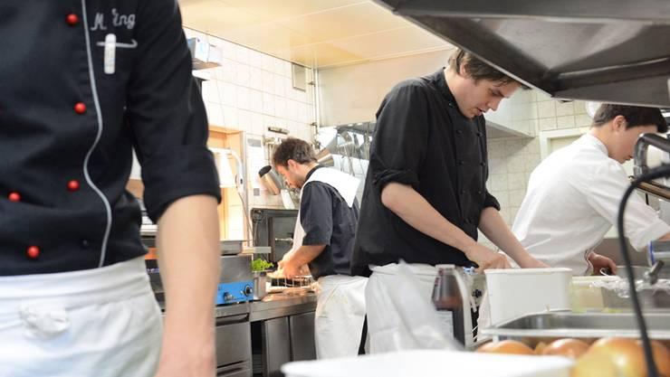 Überproportional hohe Auflösungsraten der Lehrverträge weisen vor allem die Gastronomie und das Ernährungsgewerbe mit ihren spezifischen Arbeits- und Lohnbedingungen auf. (Archiv)