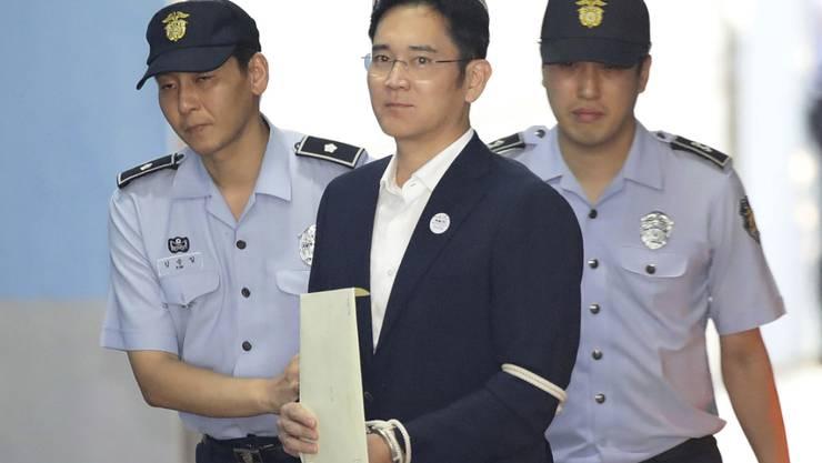 Samsung-Erbe Lee Jae-Yong beim Gang zur Urteilsverkündung