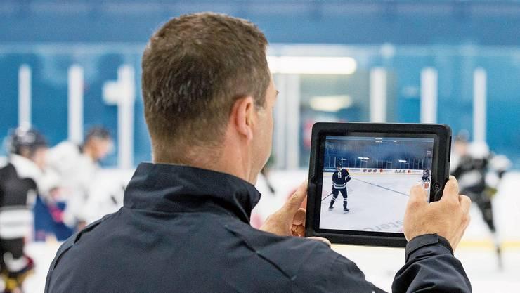 Die Anforderungen an einen Trainer haben sich verändert. «Ohne Videos funktioniert nichts mehr», sagt Florence Schelling.