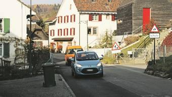 Die Hauptstrasse in Arisdorf wird gesperrt. (Archivbild)