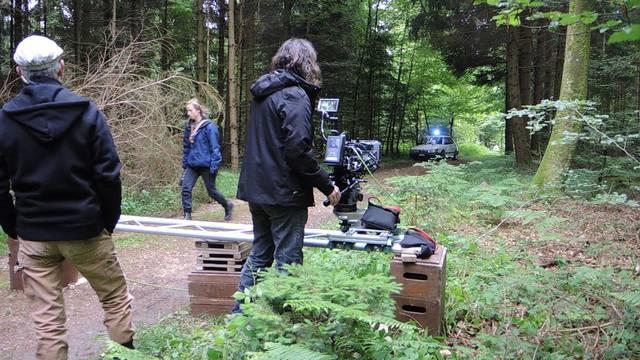 Ready? Und Action! Die «Bestatter»-Macher drehten im Freienwiler Wald für die 4. Staffel der Krimi-Serie.