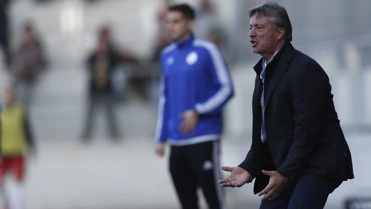 Premiere: Der neue Trainer Marco Schällibaum steht während der Partie gegen Biel zum ersten Mal beim FC Aarau an der Seitenlinie