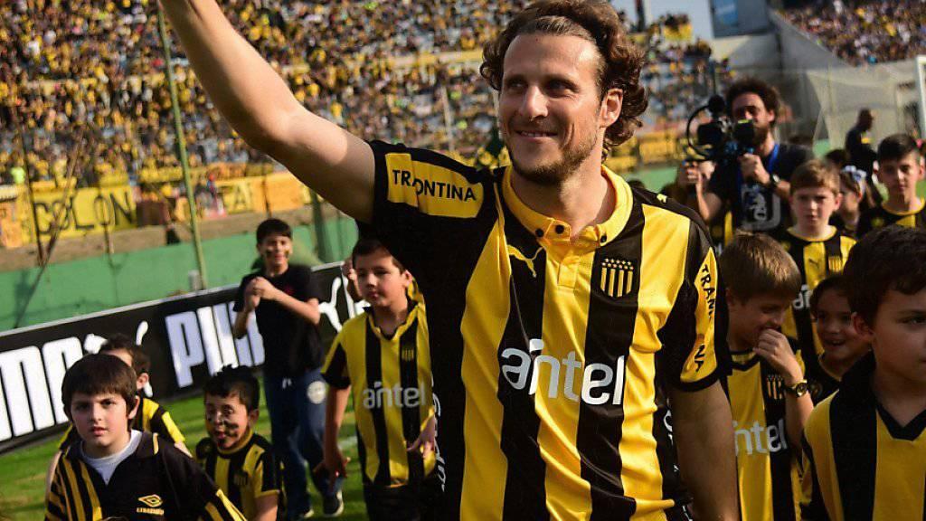 Daumen hoch: Mit 36 Jahren holte Uruguays Rekord-Nationalspieler mit Peñarol Montevideo noch einmal den Meistertitel