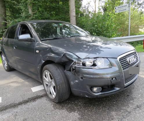 Der beschädigte Audi. Der Fahrer des Audis schwenkte nach links, dann kam es zur Kollision.