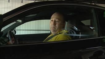 Der Unfall vom letzten Dienstag erregt die Gemüter des Aargauer Fahrlehrer-Verbands. Der höchste Fahrlehrer kritisiert die Wahl des Lehrfahrzeuges. Die rund 400 PS und 2 Tonnen Gewicht des verunglückten BMWs seien zu viel für einen Schüler.