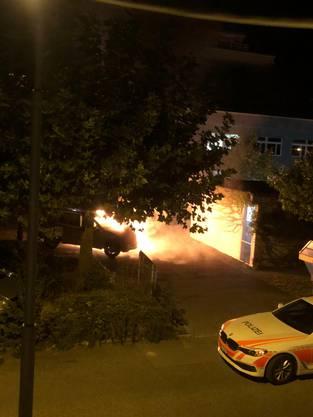 Laut einem Leserreporter brannten gestern Nacht zwei Autos in der Surbeckstrasse.