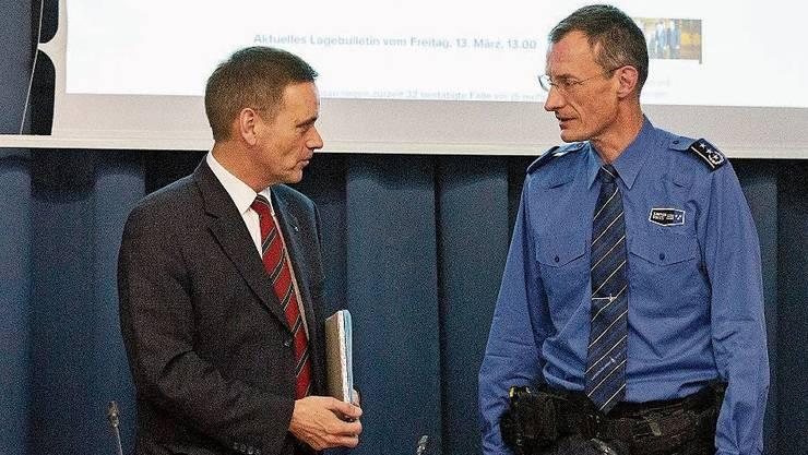 Regierungsrat Jean-Pierre Gallati (links) kam Polizeikommandant Michael Leupold näher als zwei Meter.