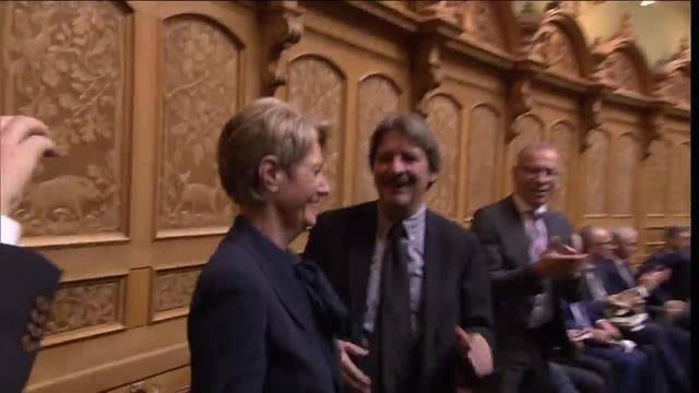 Karin Keller-Sutter im ersten Wahlgang zur Bundesrätin gewählt
