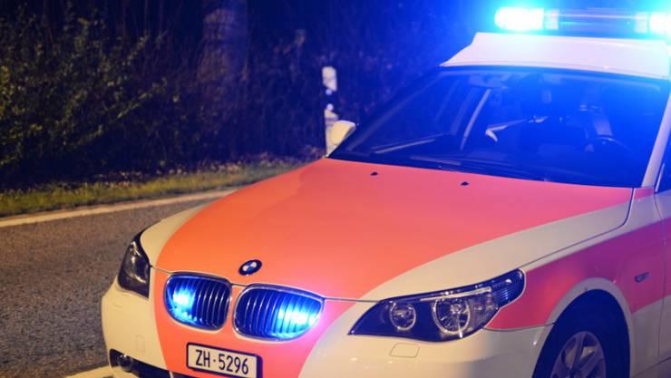 Eine 24-jährige Autofahrerin prallte am Dienstag in einen Streifenwagen der Stadtpolizei Winterthur. (Symbolbild)