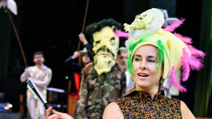 Besuch bei den Proben: Marysol Schalit als Zofe Adele. Bild: Tanja Dorendorf / T+T Fotografie