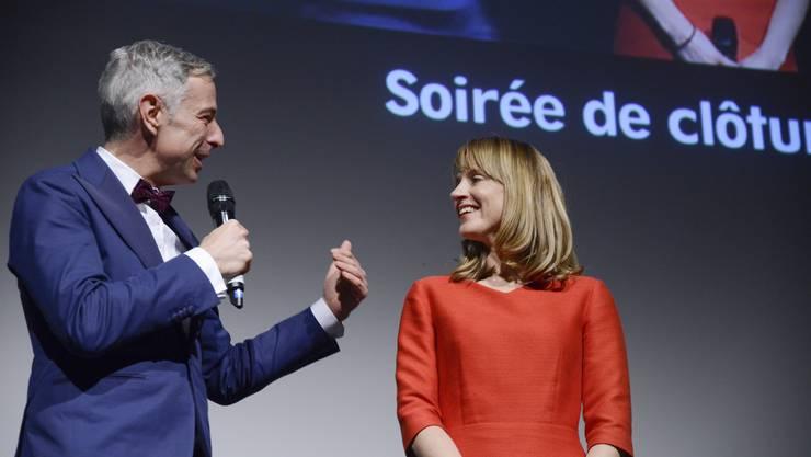 Moderator Dani Fohrler und Seraina Rohrer an der «Soirée de clôture»