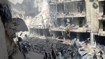 Zivilisten im Fadenkreuz: Ruinen eines Wohnhauses nach einem Luftangriff in Aleppo (Archiv)