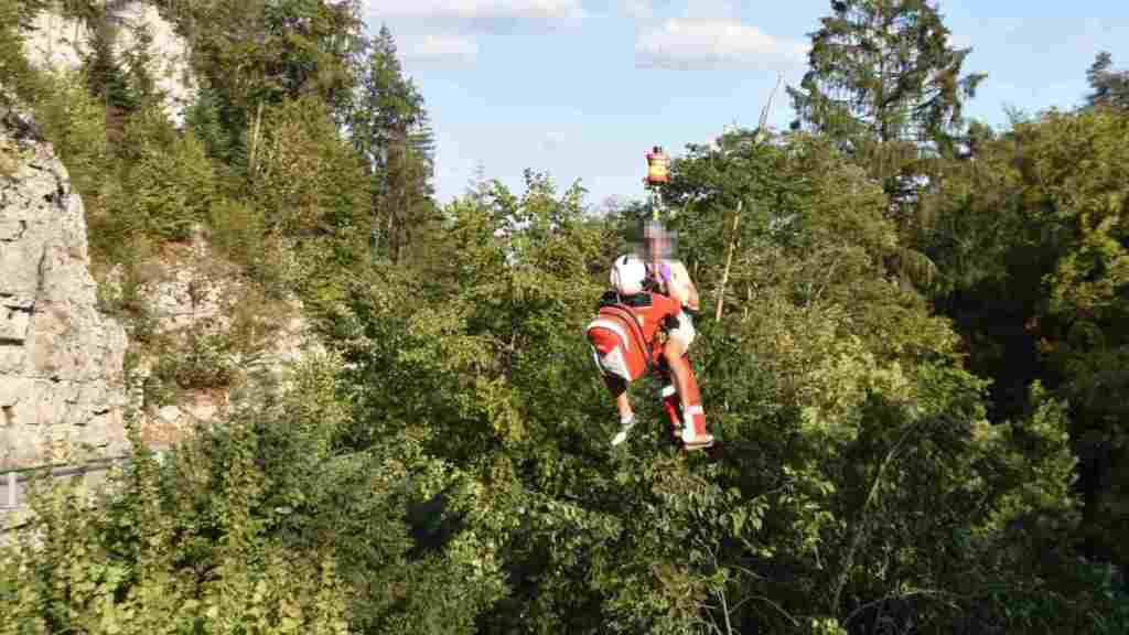 Der Velofahrer wurde in einer aufwändigen Rettungsaktion aus der Teufelsschlucht geborgen.