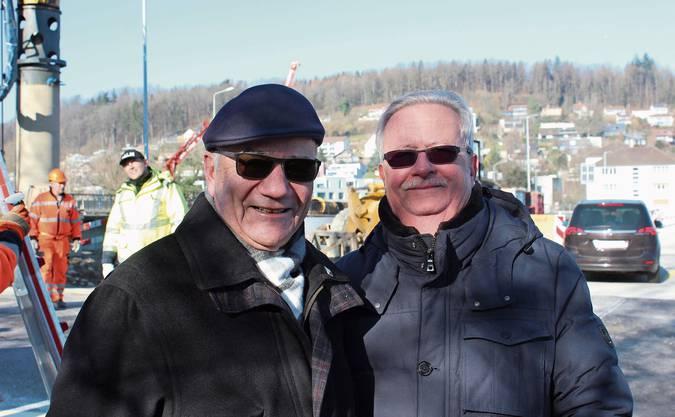 Baustellen-Stammgäste: Christian Godart (l.) und Rolf Suter. Kurz vor 11 Uhr fuhren die ersten Autos über die Hilfsbrücke.