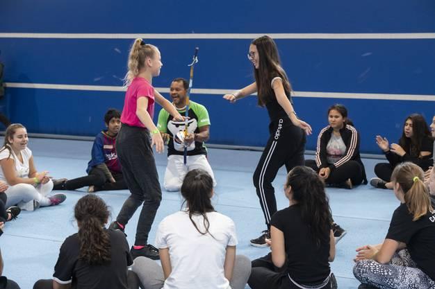 Capoeira. Eine Klasse aus Urdorf nimmt an einem Freestyle-Sport-Workshop im Skills Park Winterthur teil, 27. November 2018.