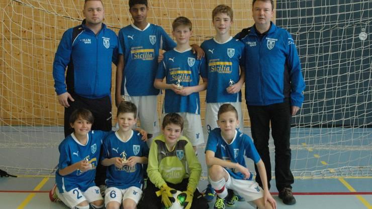 Die D-Junioren vom FC Frenkendorf mit Trainern