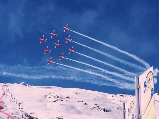 Die PC-7-Fliegerstaffel an der Ski-WM.