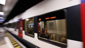 In einer S-Bahn von Aesch nach Liestal wurde eine junge Frau sexuell belästigt und genötigt. (Symbolbild)