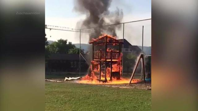 Schulspielplatz Dulliken brennt lichterloh