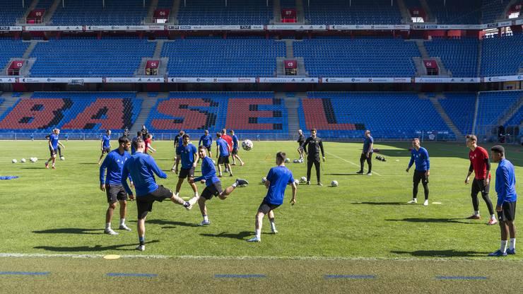 Alle FCB-Spieler kommen in Trainingsklamotten ins Joggeli und gehen nach dem Training umgehend wieder nach Hause.