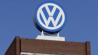 VW-Logo auf dem Hauptsitz in Wolfsburg (Archiv)