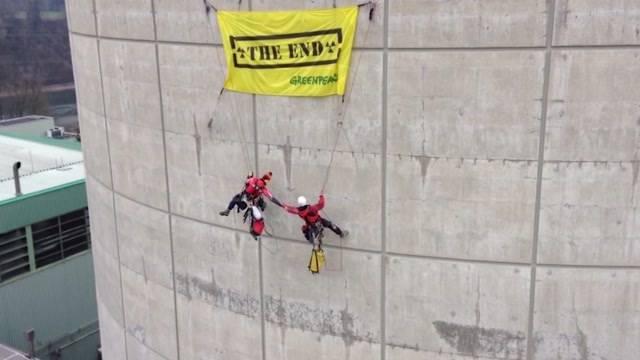 Greenpeace Aktivisten am Pranger