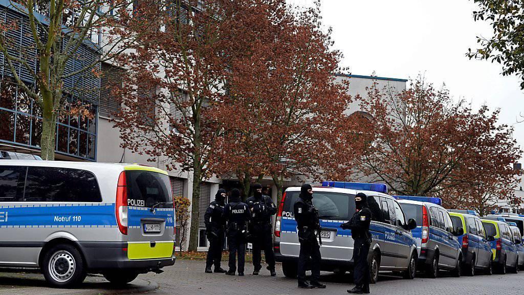 In Deutschland laufen Razzien gegen mutmassliche Unterstützer der Terrormiliz Islamischer Staat. (Symbolbild)