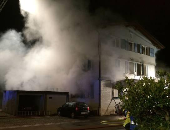 Die Feuerwehren Rietenberg, Wohlen und Muri waren mit einem Grossaufgebot im Einsatz.