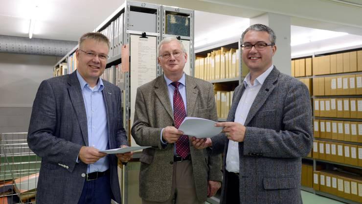 FDP-Präsident Christian Scheuermeyer, Staatsarchivar Andreas Fankhauser und Regierungsrat Remo Ankli (v. l.).
