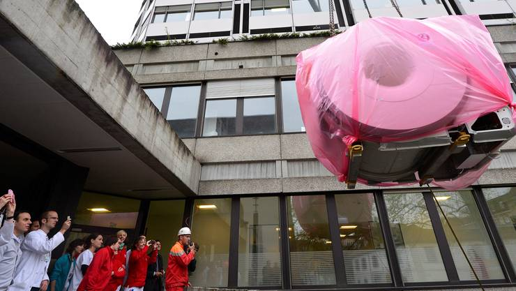 Das Basler Unispital investiert: Im Frühling wurde ein Kernspintomograf eingebaut.