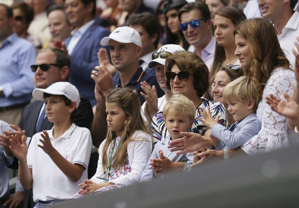 Doch während Charlene und Myla eher kleine Tennis-Muffel sind, so fiebern die beiden jüngeren Buben Leo und Lenny bei ihren Stadionbesuchen auch schon fleissig mit.