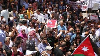 Tausende protestieren seit Tagen in Jordanien gegen geplante Steuererhöhungen. (Archivbild von Protesten)